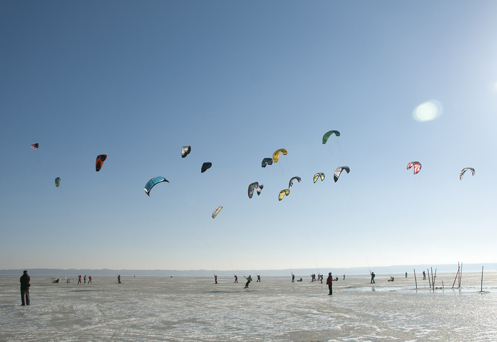Ce trebuie să ştii despre snowkiting – ultima frontieră în materie de sporturi de iarnă