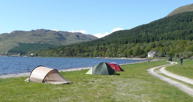 Sfaturi şi idei pentru un weekend relaxant la camping
