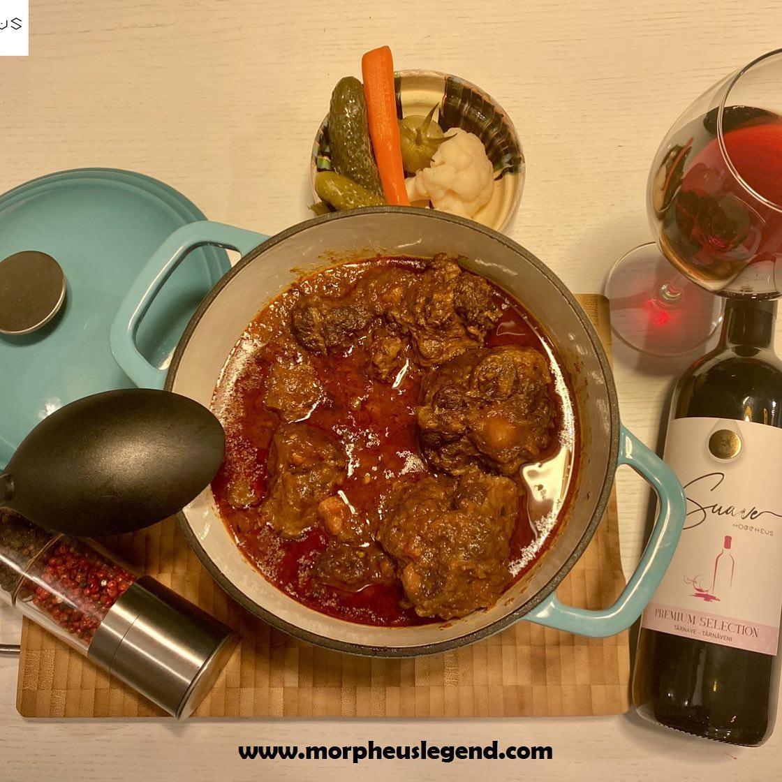 Tocana andaluza din coada de vitel asezonata cu vin rosu sec, Suave by Morpheus