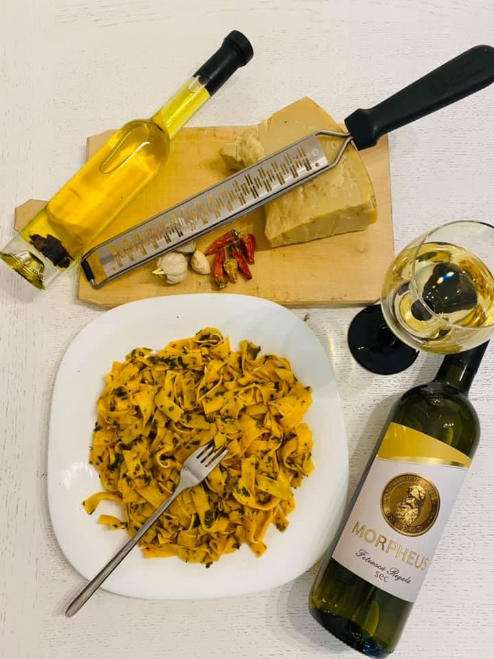 Paste aglio olio asezonate cu vin alb sec, Feteasca Regala, Morpheus