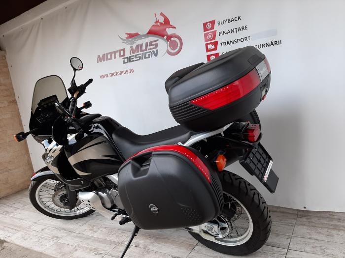 Motocicleta Honda Africa Twin 750cc 59CP - H10471 10