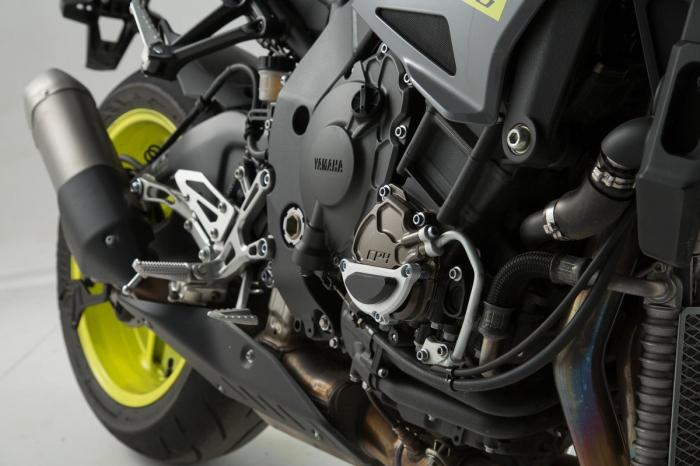 Protectie capac motor Negru/Argintiu. Yamaha MT-10 (16-) [1]