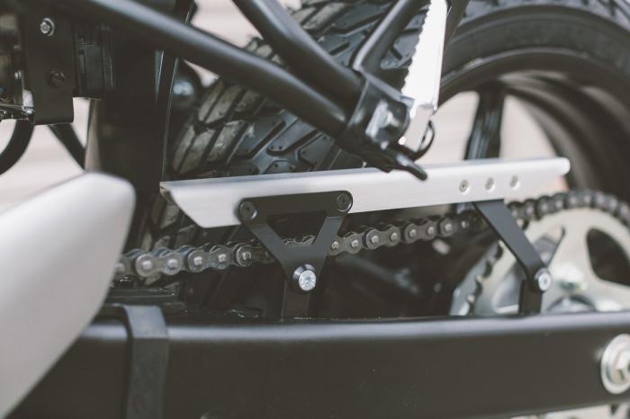 Protectie lant Aluminium Argintiu/Negru Suzuki SV650 ABS (15-) [2]
