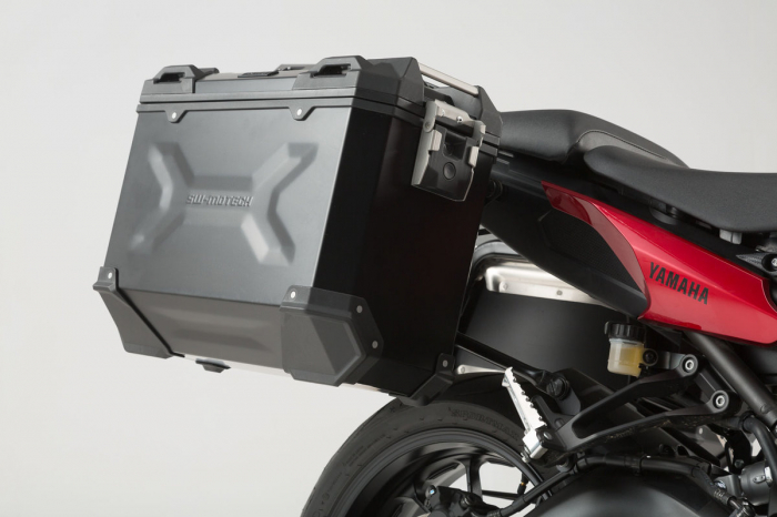 Set 3 cutii Adventure cu sistem fixare Argintiu. Yamaha MT-09 Tracer (14-). 3