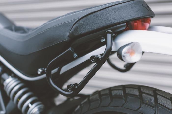 Set genti laterale Legend Gear - Black Edition Ducati Scrambler (14-) models. 1