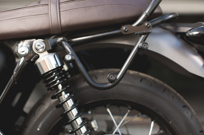 Set genti laterale Legend Gear - Black Edition Triumph Bonneville T100 (16-) / T120 (15-). 2
