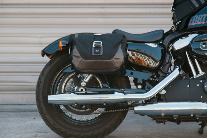 Set genti laterale Legend Gear Harley Davidson Sportster models (04-). 3