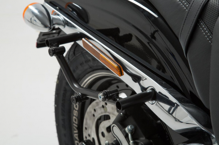 Suport geanta SLC stanga Harley Davidson Dyna Fat Bob (08-). [2]