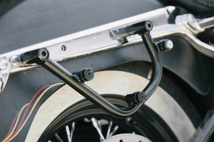 Suport geanta SLC stanga Harley Davidson Softail models. 2
