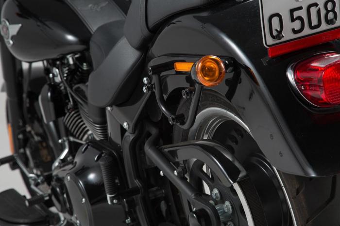 Suport geanta SLC stanga Harley Davidson Softail models. 0