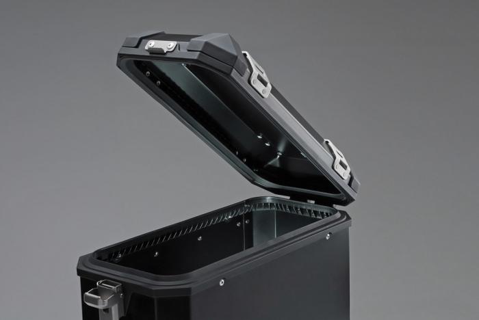 Trax Ion M Side case. Aluminium. 37 l. stanga. argintiu 4