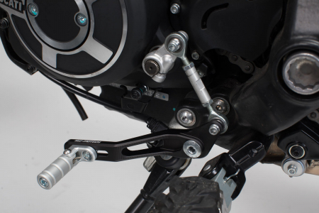 Pedala schimbator viteze Ducati Scrambler Desert Sled (16-).Reglabil2