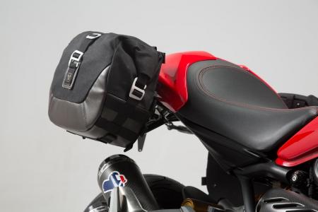 Set genti laterale Legend Gear - Editie Neagru Ducati Monster 797 (16-). [1]