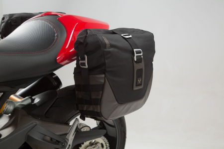 Set genti laterale Legend Gear - Editie Neagru Ducati Monster 797 (16-). [4]