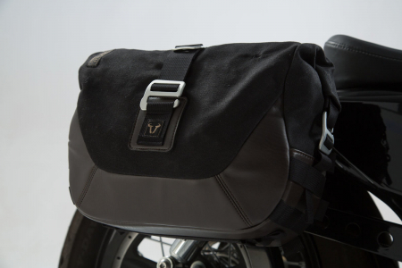 Set genti laterale Legend Gear Harley Davidson Sportster models (04-).2