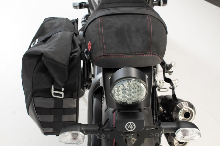 Set genti laterale Legend Gear Yamaha XSR900 Abarth (17-).1