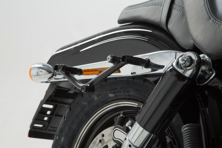 Suport geanta SLC stanga Harley Davidson Dyna Fat Bob (08-).0