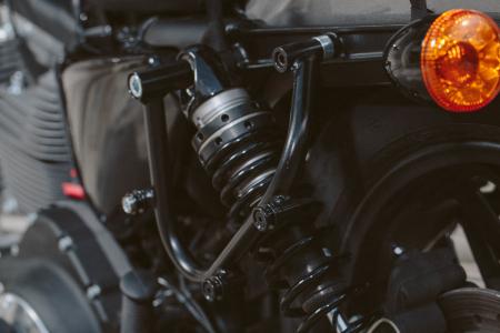Suport geanta SLC stanga Harley Sportster models (04-).1
