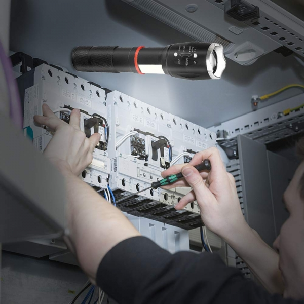 Lanterna Metalica LED Cu ZOOM Si Baza Magnetica 0