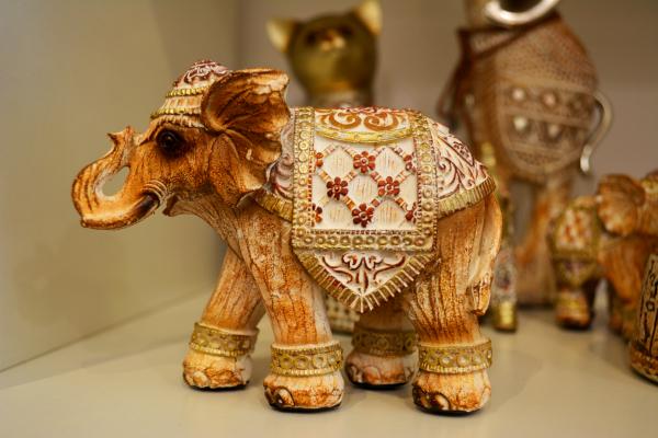 Figurina realizata din rasina in forma de elefant 0
