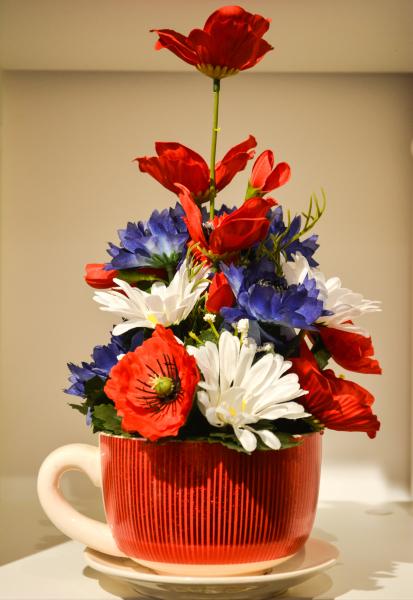 Decoratiune realizata din ceramica – Cana cu flori de camp 0