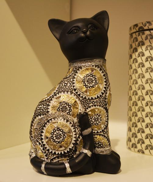 Figurina realizata din rasina in forma de pisica 0