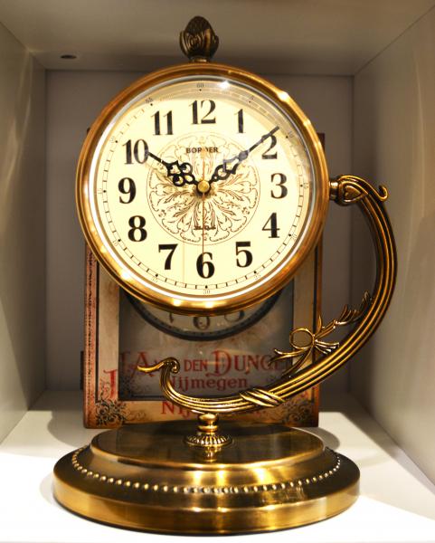 Ceas de masa auriu- Design elegant #3 0