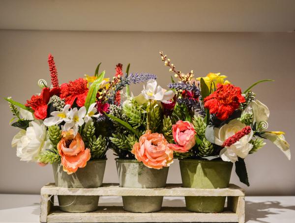 Aranjament floral cu 3 ghivece si suport 0