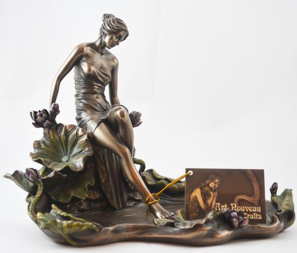 Statuete femeie cu tava 0