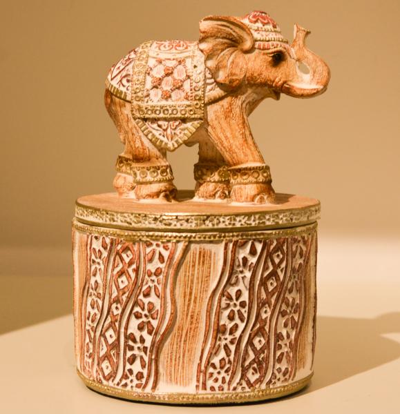 Cutie pentru bijuterii realizata din rasina – Design cu elefant 0