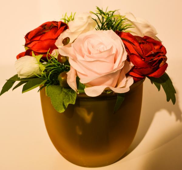 Ghiveci decorat cu flori 0