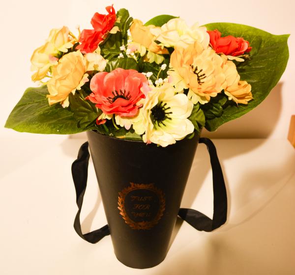 Aranjament floral in cutie neagra 0