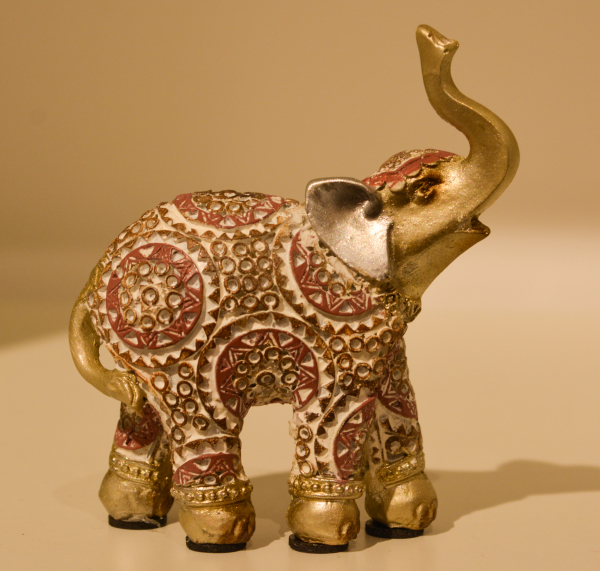 Figurina realizata din rasina in forma de elefant #5 0