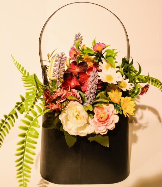 Aranjament floral in cutie tip geanta 0