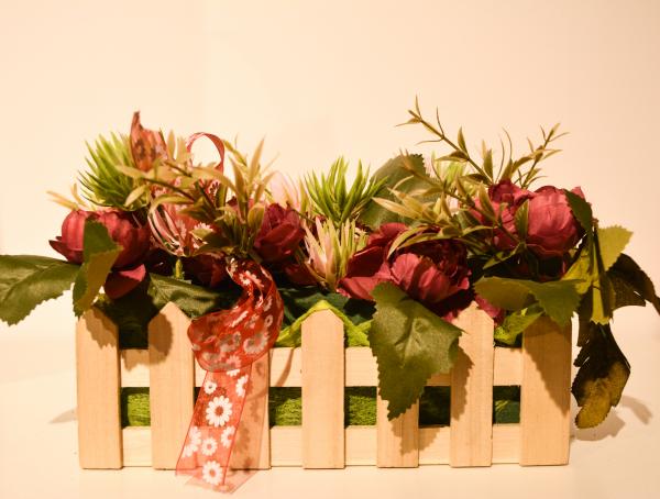 Aranjament floral in cos design cu gard 0