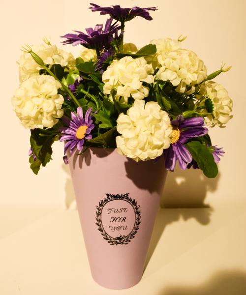 Aranjament floral in cutie mov 0