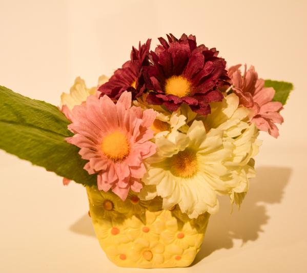 Aranjament floral in ghiveci galben 0