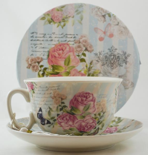 Ceasca cu farfurie realizata din ceramica – Design cu trandafiri 1