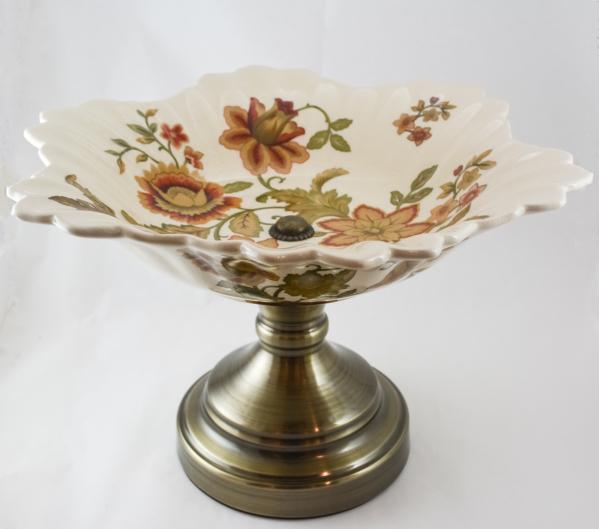 Platou cu picior realizat din portelan si alama – Design cu flori 0