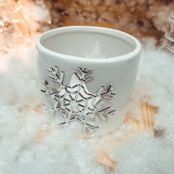 Candela cilindrica realizata din ceramica – Design fulg de nea 0