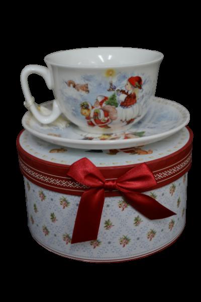 Ceasca cu farfurie de craciun din ceramica in cutie cadou – Design fetita cu Mos Craciun 1