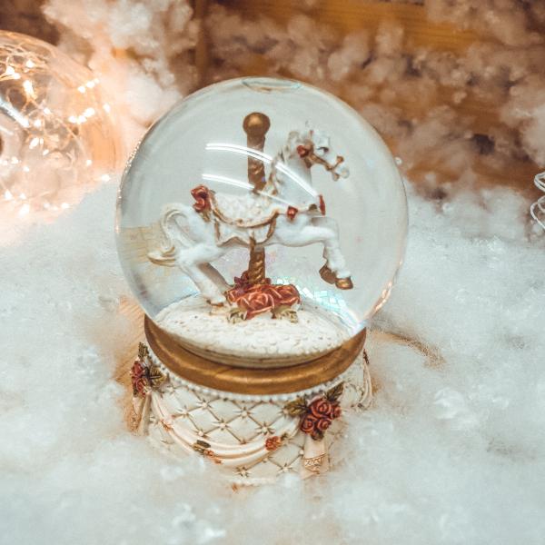 Glob ornamental de Craciun cu Lichid, model Cal, 6 cm 0