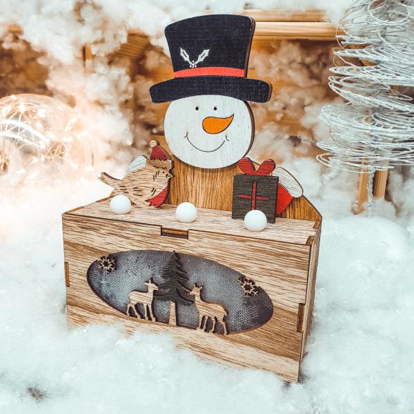 Ornament cu led realizat din lemn - Om de zapada 0