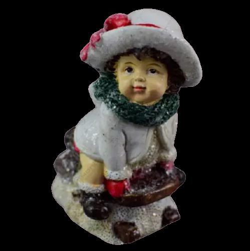 Figurina decorativa pentru Craciun realizata din ceramica – Copil pe sanie 1
