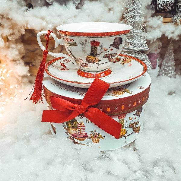 Set cana de craciun cu farfurie realizata din ceramica in cutie cadou – Design om de zapada 0