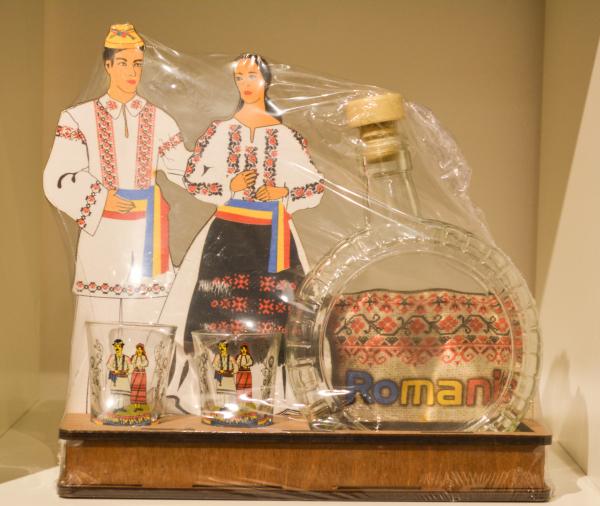 Suport sticla+2 pahare Romania 0