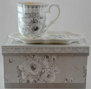 Ceasca cu farfurie realizata din ceramica in cutie cadou – Design cu flori1