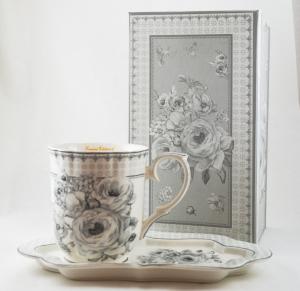 Ceasca cu farfurie realizata din ceramica in cutie cadou – Design cu flori0