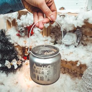 Candela cu maner realizata din sticla – Design cu peisaj de iarna0