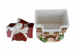 Cutie prajituri tip casuta rosie din ceramica de Craciun3